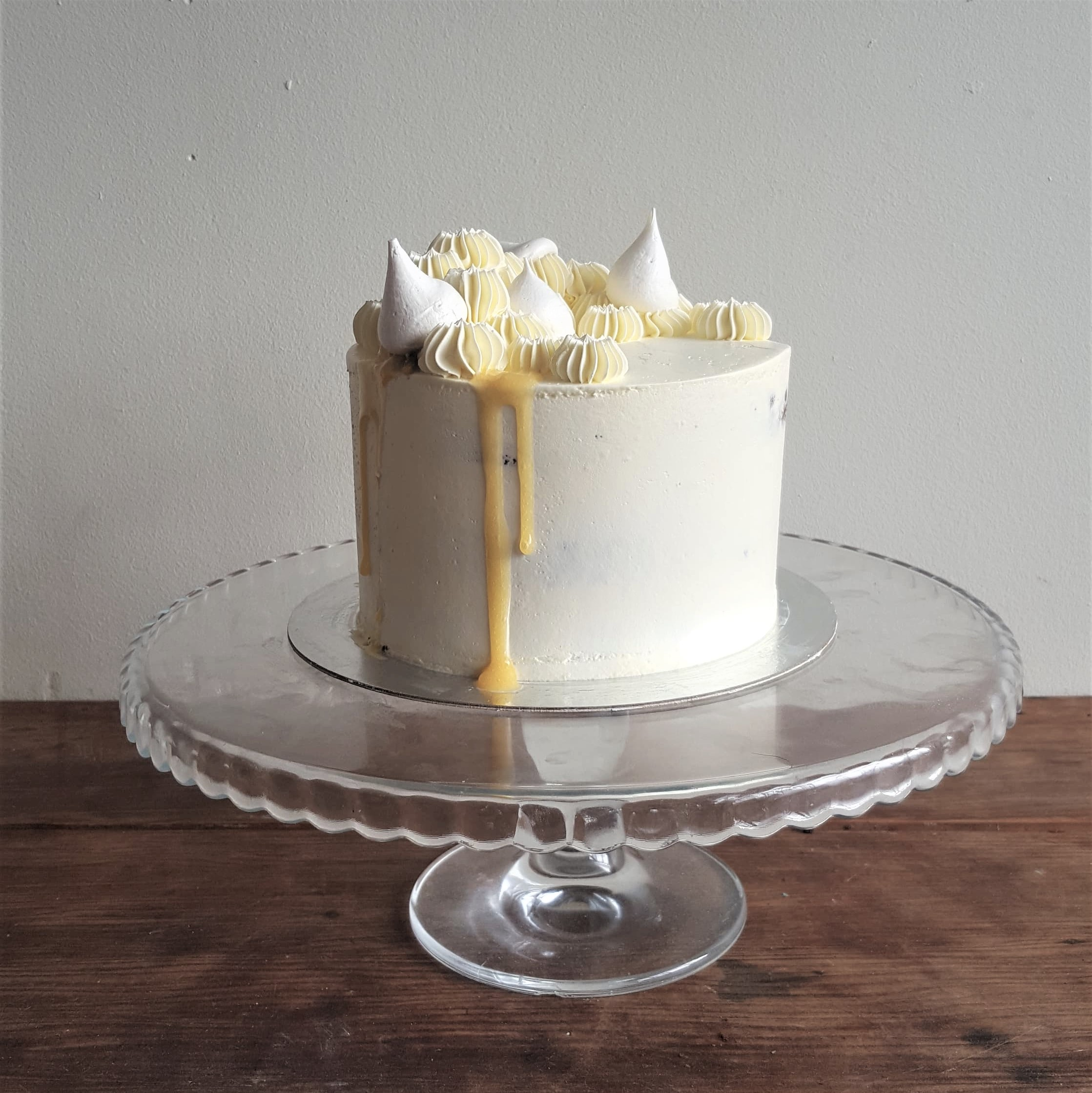 Meringue And Drips – Classic Cake