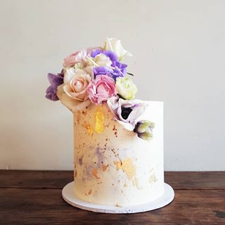 Pastel gold leaf cake - Blog Post